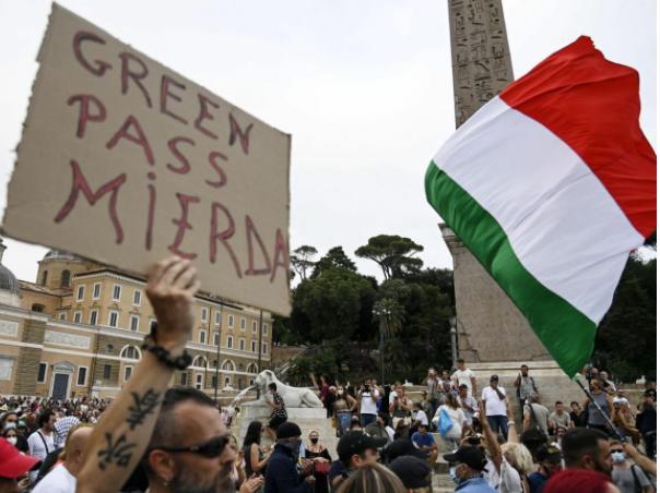 Italia: antivacunas anuncian bloqueos al principal puerto si se implementa el