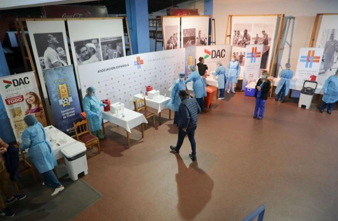 Uruguay vacunará con dosis de refuerzo a los turistas extranjeros
