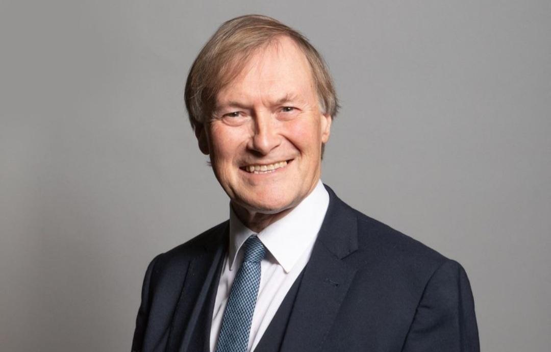 Gran Bretaña: asesinaron a puñaladas a un legislador conservador durante un acto