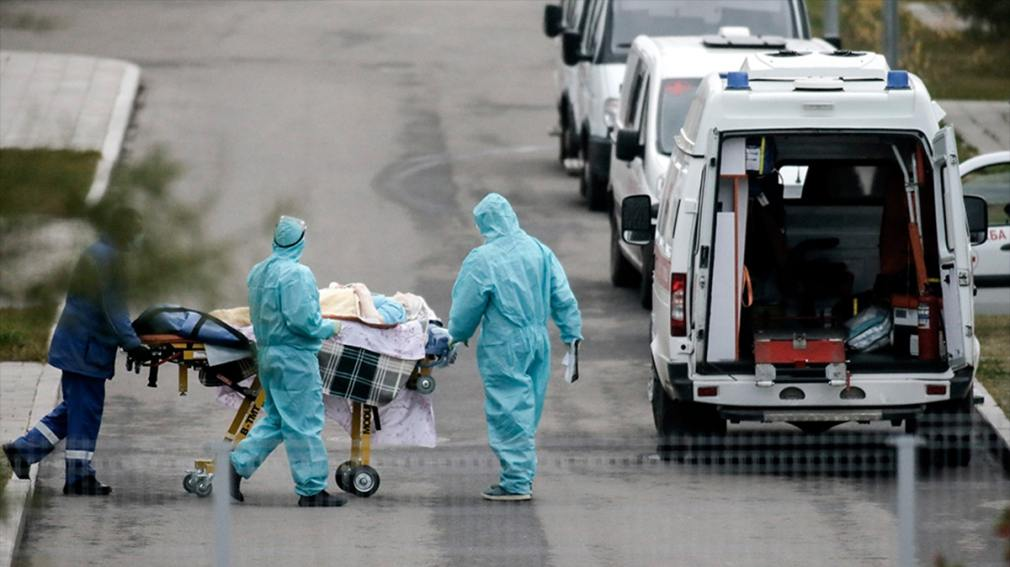 Máximos de casos diarios de COVID-19 y más de mil muertes en Rusia