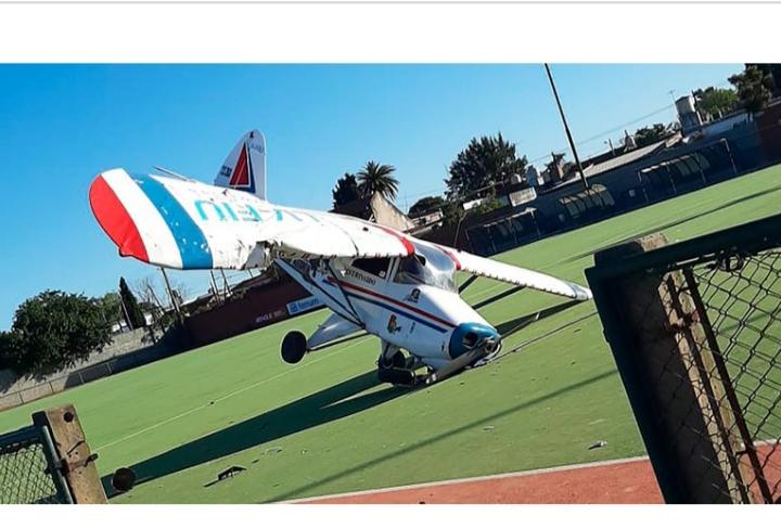 Una avioneta cayó en una cancha de hockey de Burzaco