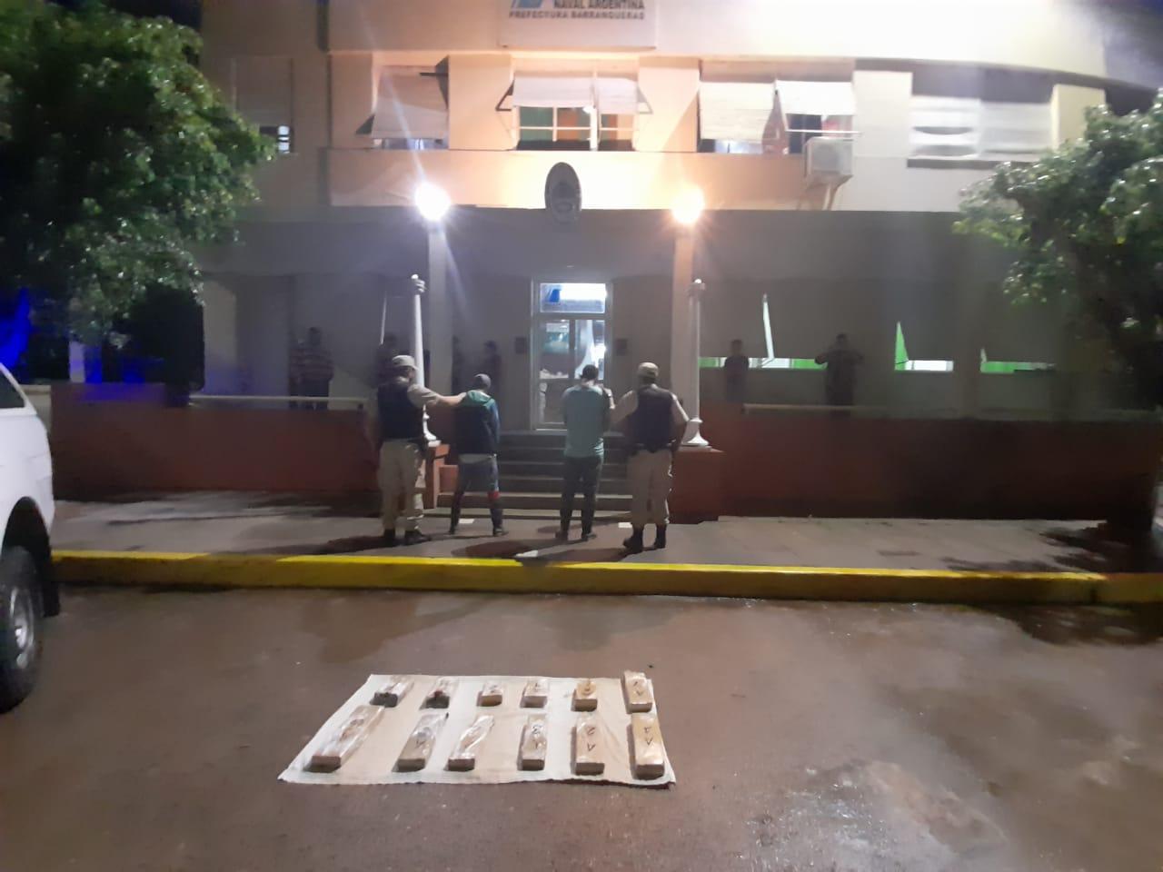 En una lancha transportaban marihuana y fueron detenidos