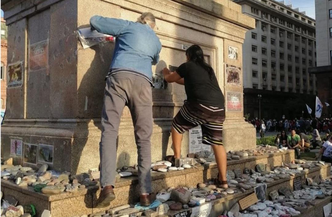 Críticas opositoras a la vandalización del memorial por las víctimas del Covid