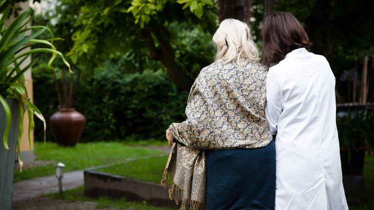 Descubren que las enfermedades COVID-19 y Alzheimer tienen un factor de riesgo en común