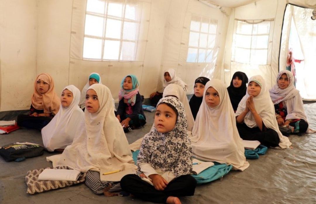 Los talibanes prometieron reabrir las escuelas femeninas entre críticas y amenazas de protestas