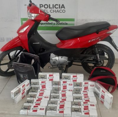 Demoraron aun motociclista con 24 brezas de cigarrillos ilegales