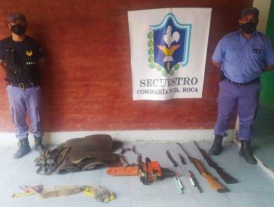 Tras un allanamiento recuperaron armas de fuego y una motosierra