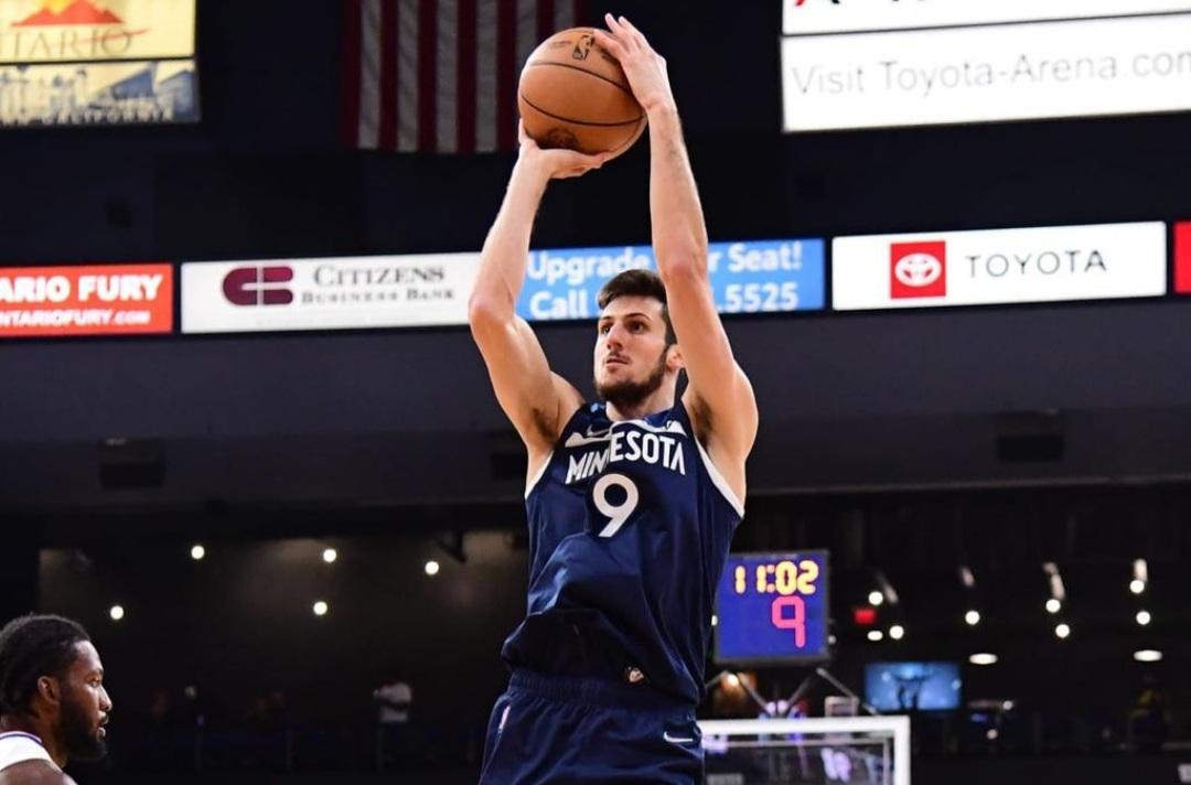 Debutó Bolmaro: es el jugador argentino número 15 en jugar en la NBA