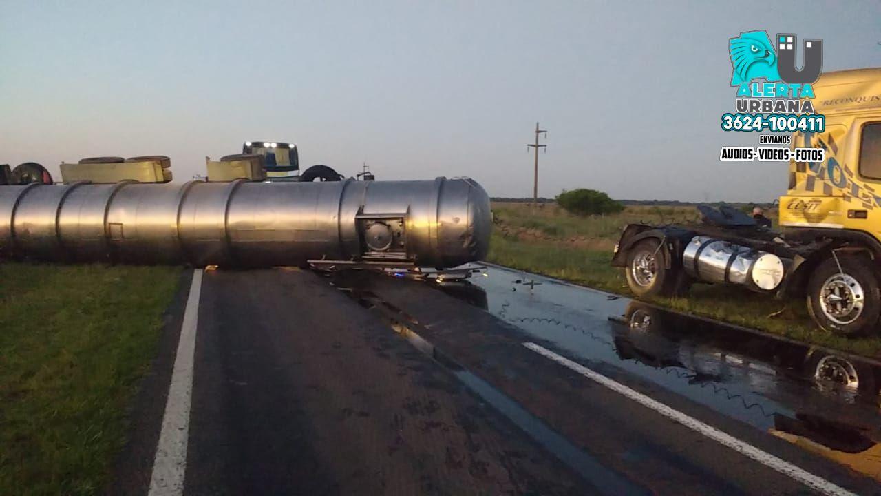 Basail: volcó un camión aceitero