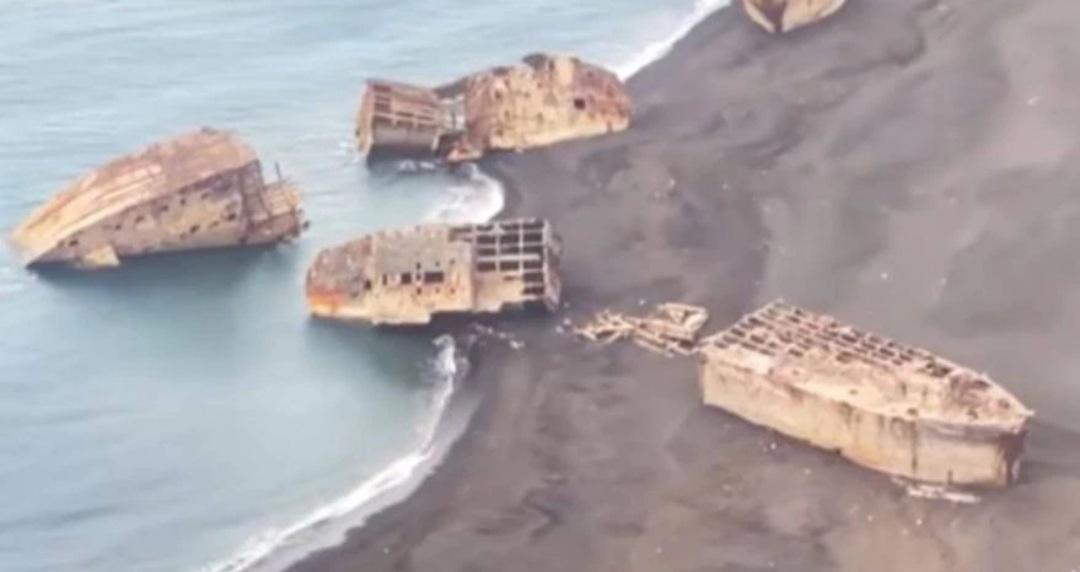 Por una erupción volcánica salieron a flote barcos hundidos en la Segunda Guerra Mundial
