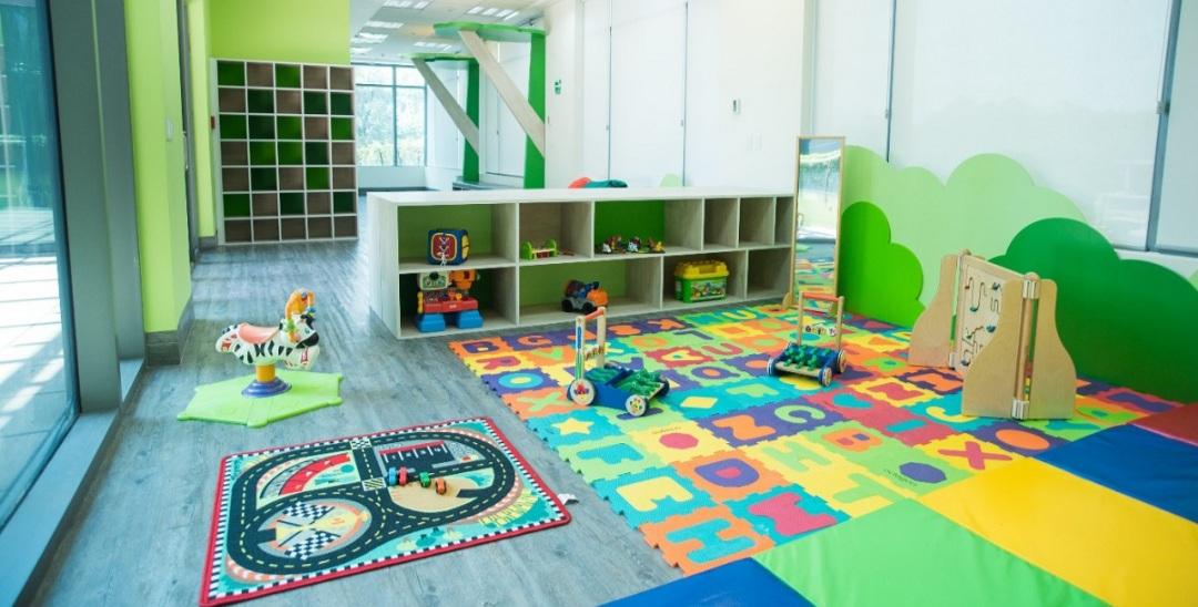 La Corte ordenó reglamentar la ley para instalar salas maternales y guarderías