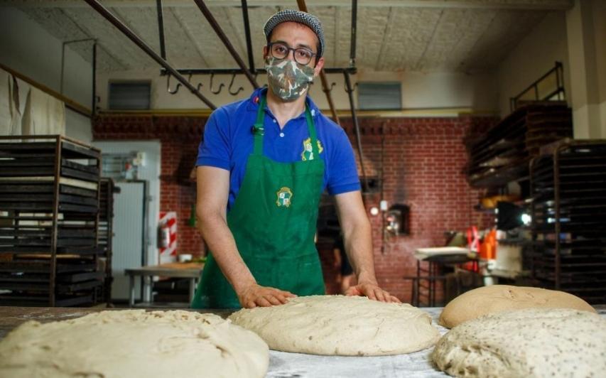 Un pastelero argentino se metió en la final del mundial de pan dulce milanés