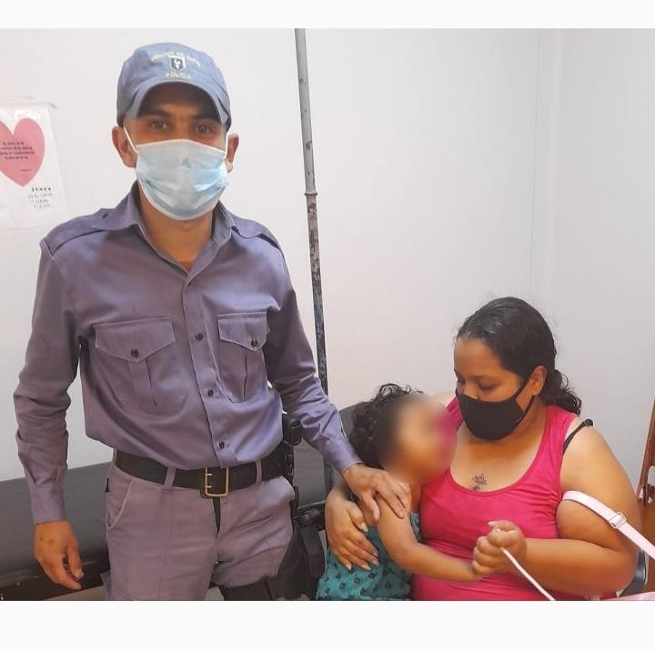 Un niño convulsionaba y efectivos policiales lo asistieron y trasladaron al hospital