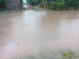 Las Garcitas: continúan los trabajos de desagüe luego de la abundante agua caída en las últimas horas.