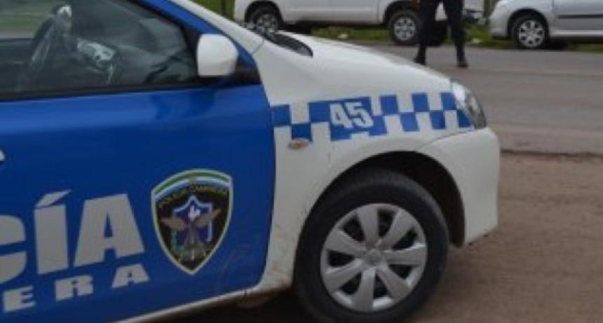 Empleados civiles de la Policía Caminera con funciones en el juzgado de Sáenz Peña reclaman mejoras de salarios y respuestas de las autoridades provinciales.