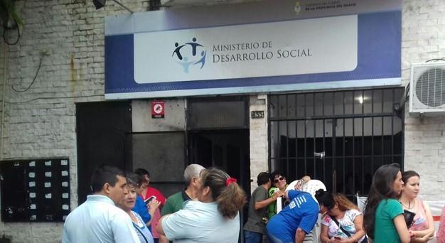 Becados de Desarrollo Social, reclaman pase a planta