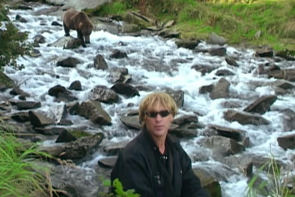 Timothy Treadwell: el hombre que juró proteger a los osos con su vida y murió devorado por uno de ellos