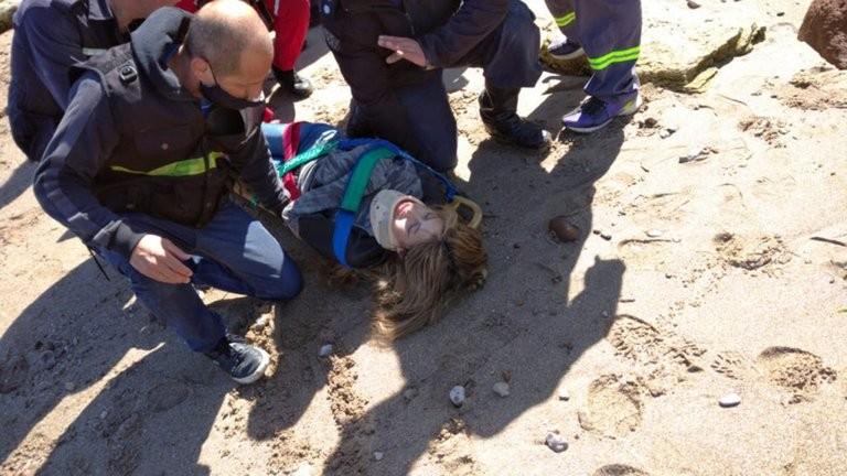 """Su pareja la arrojó desde un acantilado en Mar del Plata y sobrevivió para contarlo: """"Me llevó para matarme"""""""