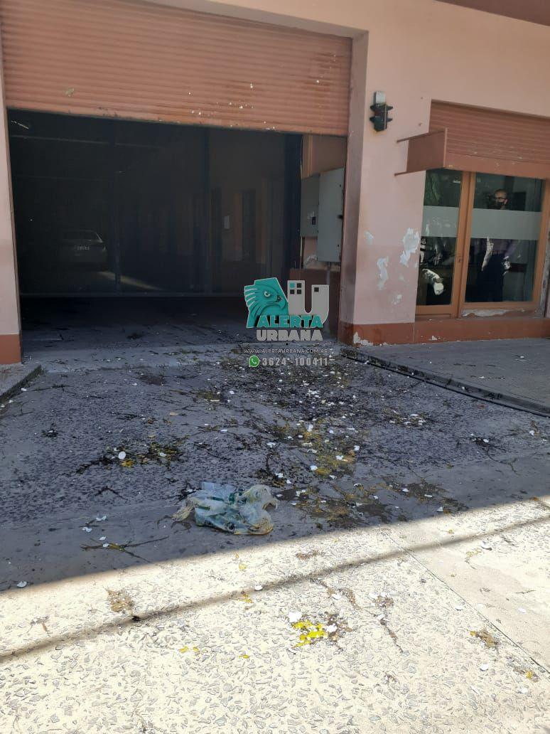 Municipales arrojaron huevos en el frente del edificio del Tribunal de Cuentas