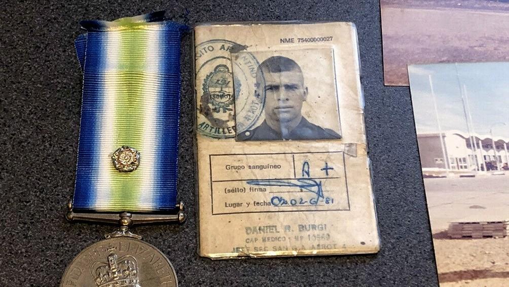 Encuentran la cédula militar de un veterano de Malvinas en un sitio de subastas