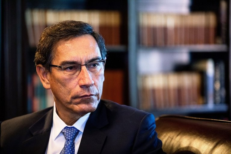 """El Congreso de Perú aprobó la destitución del presidente Martín Vizcarra por """"incapacidad moral"""""""