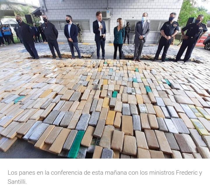 Incautaron en Corrientes un camión con más de cinco mil kilos de marihuana: iban a venderla en Buenos Aires a $100 millones.