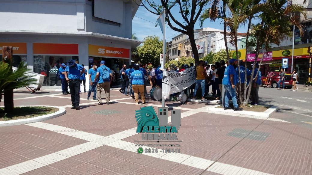 Resistencia: reclamo en defensa de empleados despedidos de un local comercial