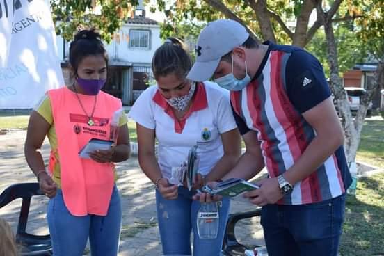 Barranqueras: Municipio entregó material de prevención y protección sobre ETS en las 500 Viviendas