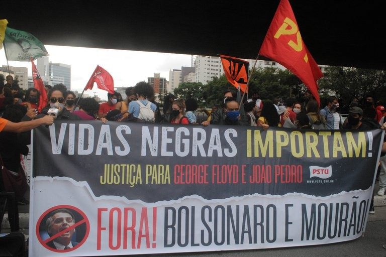 Protestas y disturbios en Brasil por el brutal asesinato de un hombre afro a manos de dos guardias de seguridad