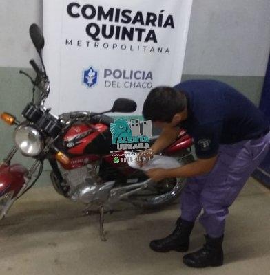 Resistencia: drogas y moto incautados en operativos preventivos realizó por efectivos de la Comisaría Quinta.
