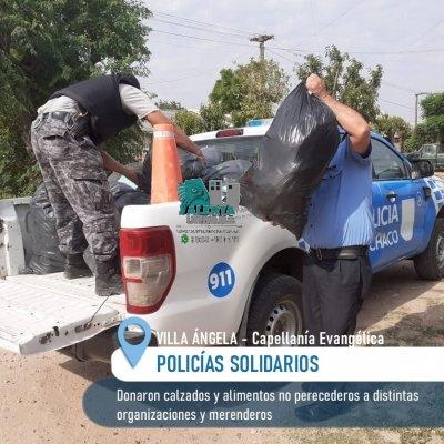 Villa Ángela: Policias solidarios entregaron ropas y alimentos a distintos merenderos.