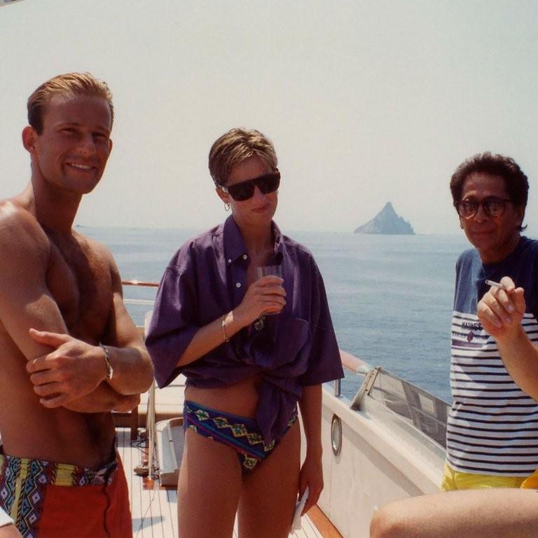 Las fotos inéditas de Lady Di en el yate de un diseñador italiano antes de su divorcio oficial