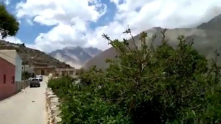 Un sismo de 5.9 se sintió fuerte en Salta y Jujuy: impactantes imágenes de desmoronamientos en los cerros