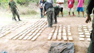 Más de 100 kg de drogas que venían a su base de Sáenz Peña, fueron incautados en el Km 1305 de la ruta 81 entre Palo Santo y Pirané.