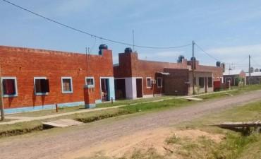 """Integrantes de la Cooperativa MTD General San Martín evitaron el desalojo de una vivienda que el mismo líder """"grasa"""" Gutiérrez había otorgado."""