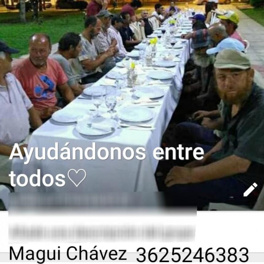 Cena solidaria para gente en situación de calle en la Plaza 25 de Mayo