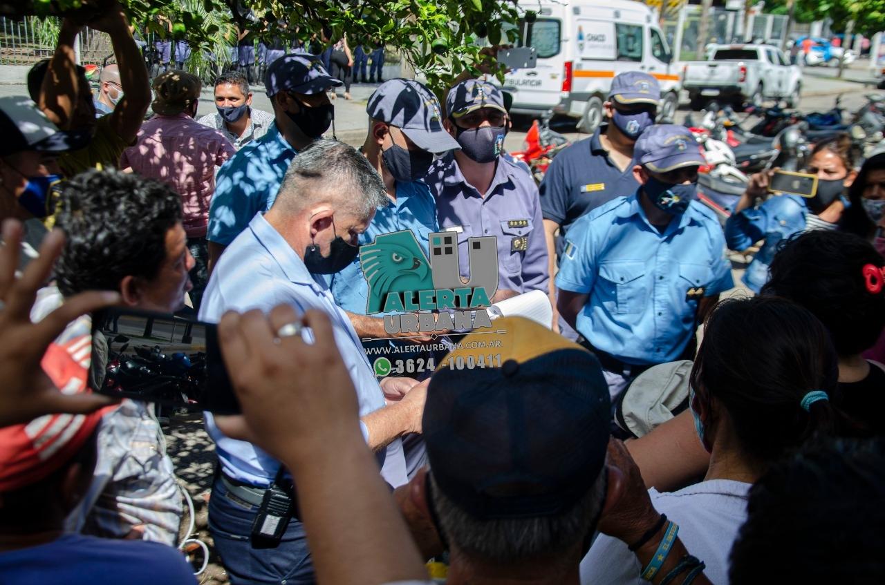 La agrupación Mujeres al Frente se movilizó acompañando reclamo por desalojos de puestos de comidas al paso.